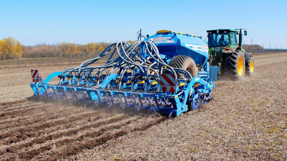 ... wozu nasiennego, wtedy przekształcamy agregat w maszynę przyczepianą.