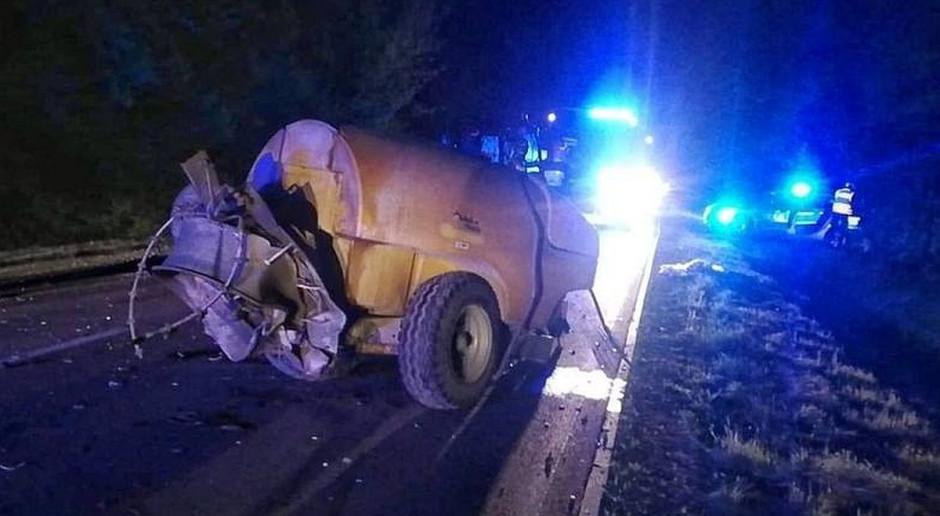Samochód zderzył się z ciągnikiem rolniczym