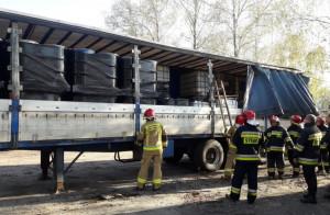 Nielegalne składowisko w Żorach znajdowało się na zdezelowanych naczepach, Foto: Policja