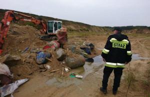 Odpady były też zakopywane w ziemi...