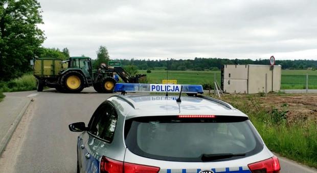 Samochód dostawczy zderzył się z ciągnikiem rolniczym