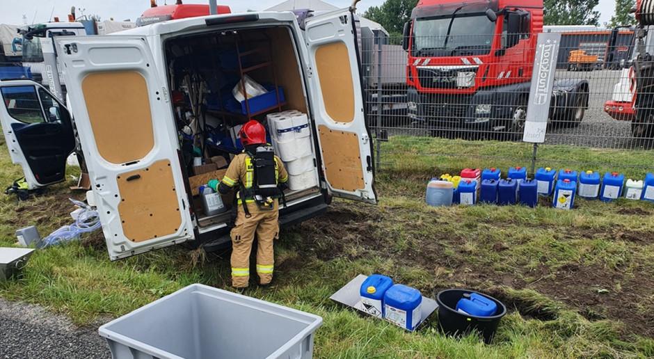Wypadek auta wiozącego środki do mycia dojarek