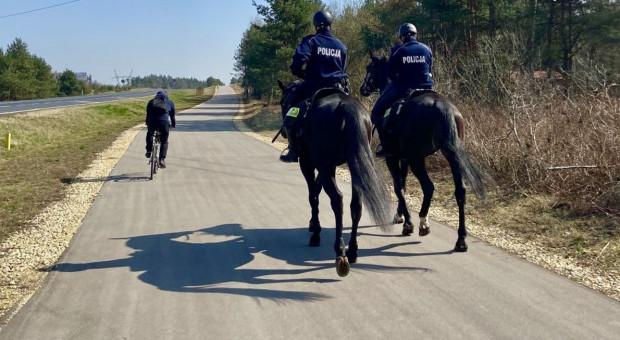 Konny pościg policjantów za rowerzystami