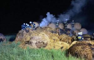 Ogień z niewyjaśnionych przyczyn pojawił się na stercie w środku nocy, Foto: OSP Mokrsko