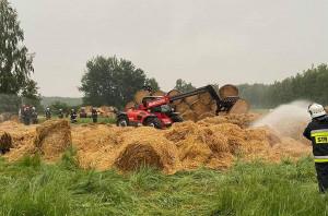 Akcja gaśnicza trwała wiele godzin z pomocą sprzętu użyczonego przez rolników, Foto: OSP Mokrsko