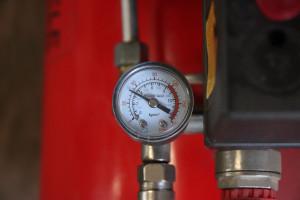 Ciśnienie powietrza przy przedmuchiwaniu filtrów nie powinno przekraczać ok. 5 barów