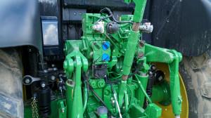 Testowany ciągnik miał m.in. złącze ISOBUS, 3pary wyjść hydraulicznych iamortyzację kabiny