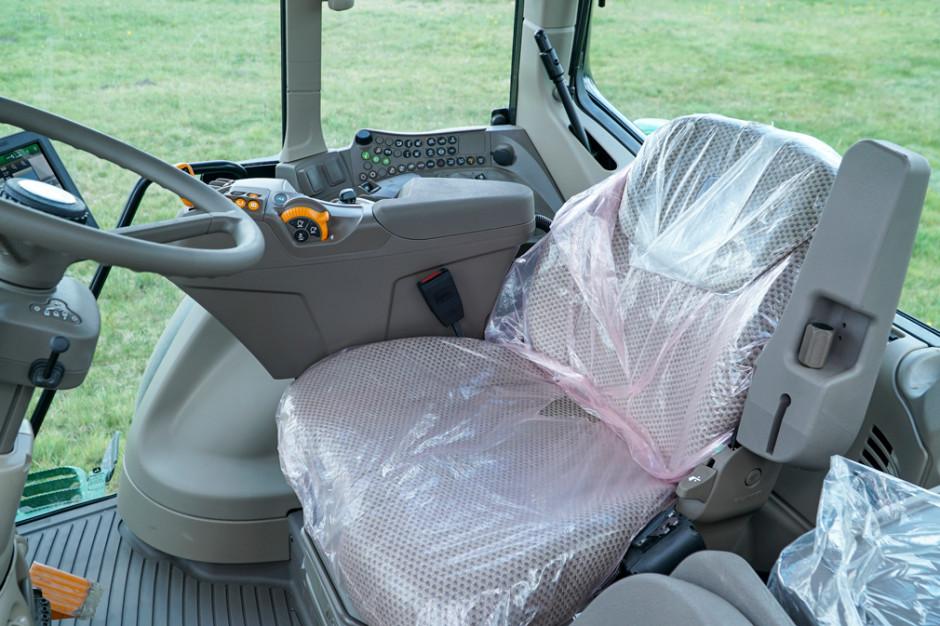Kabina nowej serii 6 M zyskała na przestronności, pasażer też ma sporo miejsca