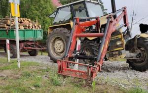 Ciągnik z transportem drewna zderzył się z pociągiem pod Chodzieżą, zdjęcia: OSP Sokołowo Budzyńskie