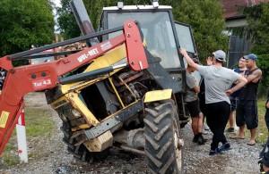 Ursus wskutek zderzenia został poważnie uszkodzony, ale traktorzysta nie ucierpiał