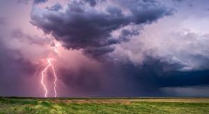 IMGW: burze z gradem w trzech województwach