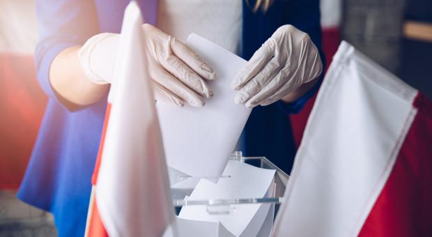 Szumowski: W lokalach wyborczych maseczki, dystans i dezynfekcja rąk