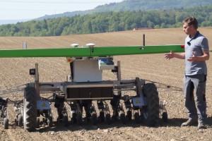 Robot FarmDroid do siewu i pielenia roślin