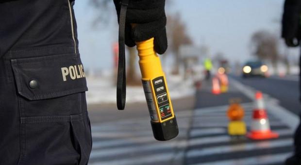 Pijany traktorzysta wiózł pasażera na błotniku
