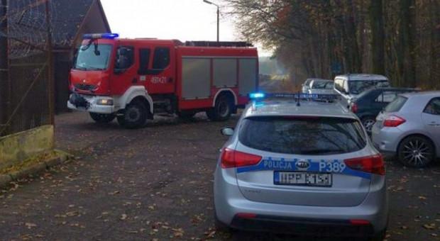 Policjant ugasił płonące ciągniki