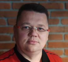 Paweł Zajkowski, ekspert z firmy ZED i partner handlowy Plast-Met Systemy Ogrodzeniowe podpowiada jak prawidłowo wybudować ogrodzenie na pochyłej działce