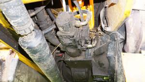 Warto też zajrzeć pod ładowarkę, by wzrokowo ocenić stan przekładni inapędów hydraulicznych –wtym przypadku niepokojące są znaczne nieszczelności