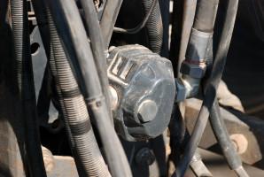 Testowany siewnik Vitu ma własną hydraulikę i wymaga założenia zewnętrznej pompy na WOM ciągnika