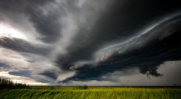 IMGW: ostrzeżenia pierwszego i drugiego stopnia przed burzami
