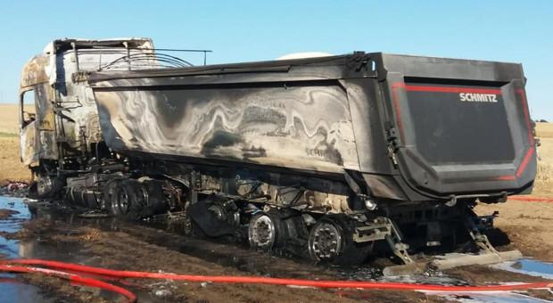 Spłonęła ciężarówka z nawozem