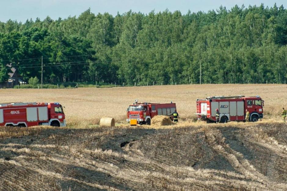Od maszyny zajęło się ściernisko i nie zebrane jeszcze zboże, Foto: OSP Dąbrowa