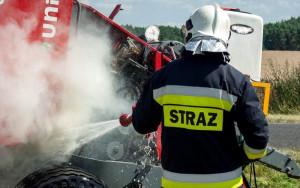 W trakcie pracy zapaliła się prasa rolnicza, Foto: OSP Dąbrowa