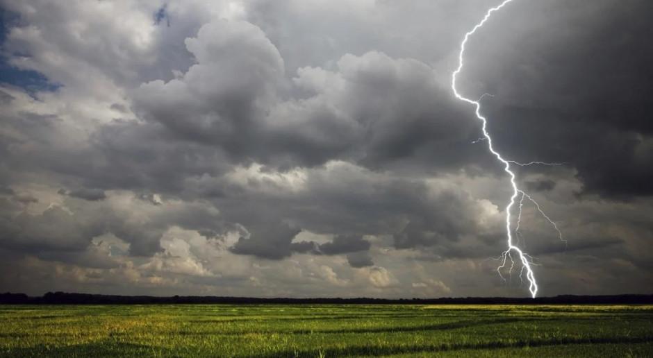 IMGW: Burze z gradem niemal w całej Polsce; na południu alert drugiego stopnia