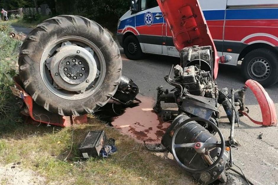 W gminie Rząśnik ciągnik rozpadł się po zderzeniu z ciężarówką, Foto: Policja