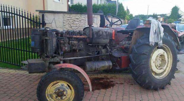 Pijany traktorzysta najechał posesję innego gospodarza