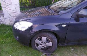 Wcześniej zniszczył zaparkowane przy posesji auto, Foto: Policja