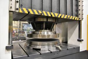Dwie nowe prasy do stali mają pozwolić firmie na rozszerzenie oferty produktowej w zakresie podzespołów do największych maszyn budowlanych. fot. materiały prasowe
