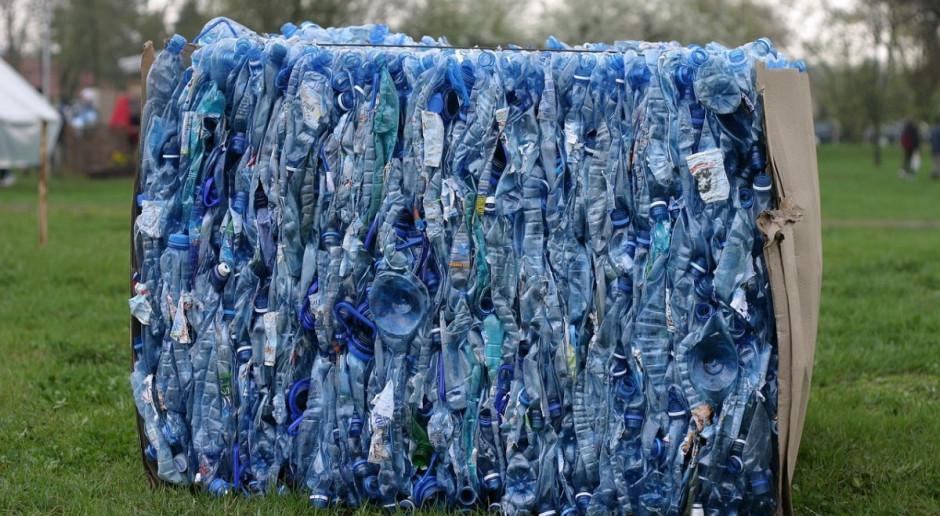 Rolnik nielegalnie zakopywał odpady w dwóch województwach