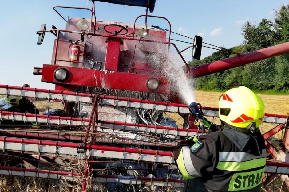 W Lichyni w trakcie żniwowania ogień pojawił się w okolicach bębna młócącego maszyny, Foto: OSP Leśnica