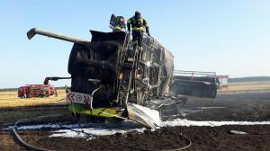 Koło Stęszewa w trakcie żniw spłonął kombajn i 20 ha zboża na pniu, OSP Strykowo