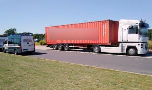 W zespole transportującym kontener nacisk na oś przekroczono został o prawie 1,5 tony, fot. WITD Poznań