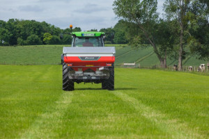 Rozsiewacz z wagą Kverneland Exacta CL EW dla średnich gospodarstw