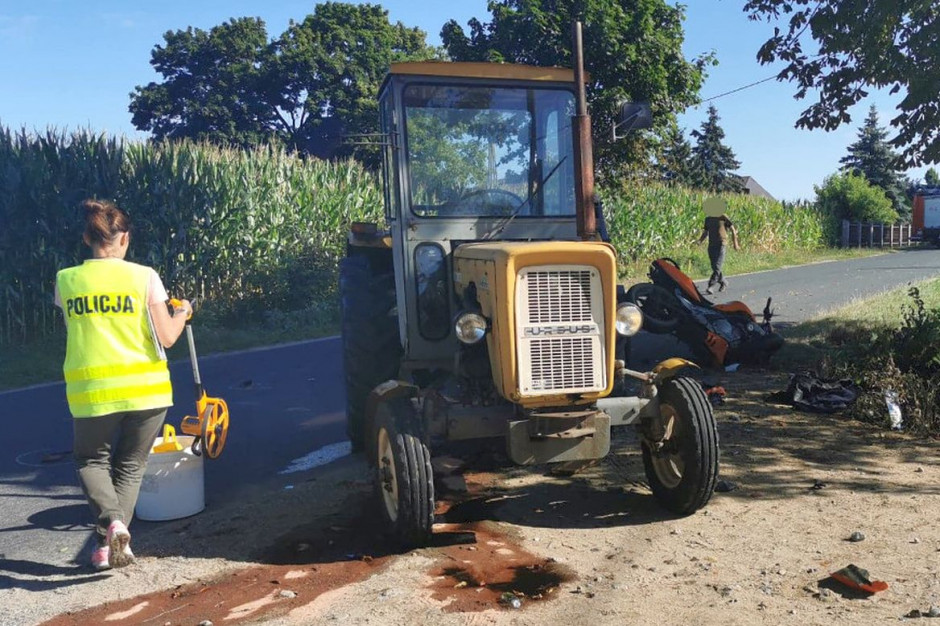 Motocyklista wjechał w skręcający w lewo traktor, Foto: Policja