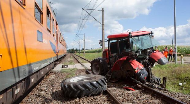 Ciągnik zderzył się z pociągiem osobowym