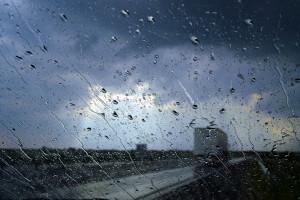 IMGW ostrzega: burze z gradem niemal w całej Polsce