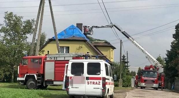 Od uderzenia pioruna płonął dom