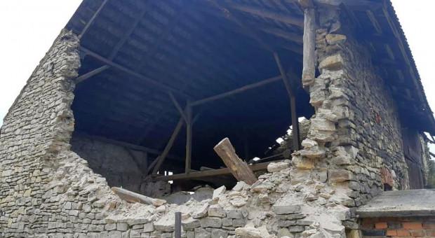 Zawaliła się ściana stodoły