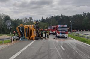Wywrócona ciężarówka na kilka godzin zablokowała obwodnicę