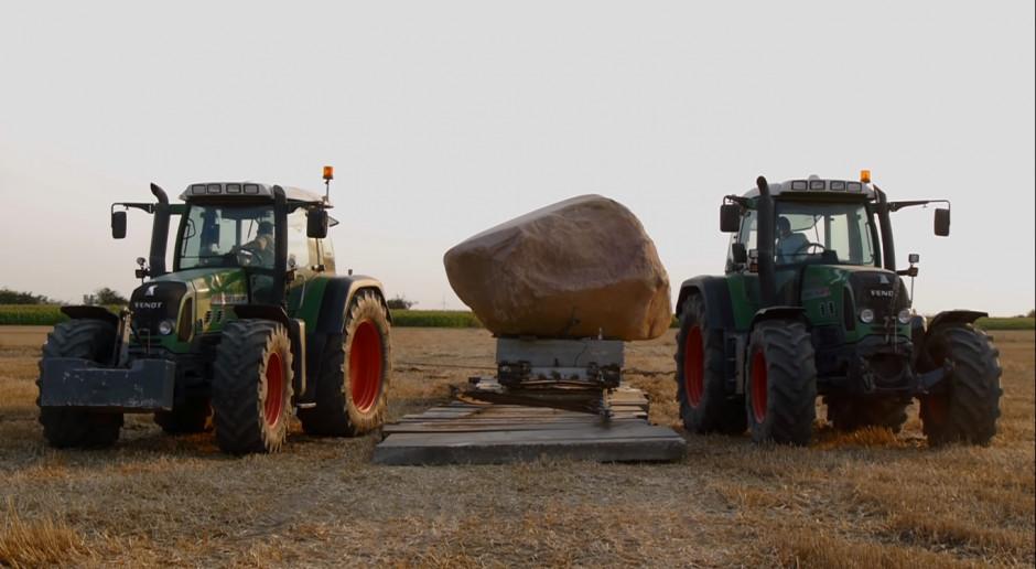 Jak pozbyć się 100-tonowego głazu z pola?