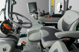 Ciągnik Deutz-Fahr 8280 TTV został zaprojektowany z myślą o dostarczeniu operatorowi jak najlepszego komfortu pracy. fot. mat. prasowe