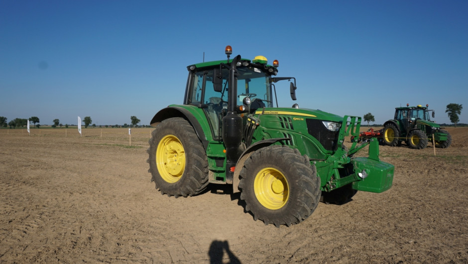 Seria 6M otrzymała przystępny cenowo układ jazdy automatycznej AutoTrac