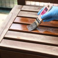 Zanim na dobre rozpoczniemy malowanie i weźmiemy pędzle w dłoń, lazurę po otwarciu puszki należy dokładnie wymieszać. Można nakładać ją za pomocą wałka lub pędzla. Foto. V33