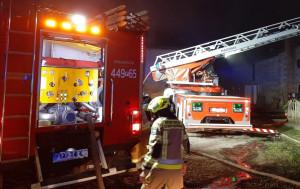 Pożar gospodarstwa gasiło kilkanaście zastępów strażaków, Foto: OSP Grodzisk Wlkp.