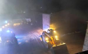 Strażacy przez kilkanaście godzin gasili budynki, a następnie dogaszali pogorzelisko, PSP Grodzisk Wlkp.