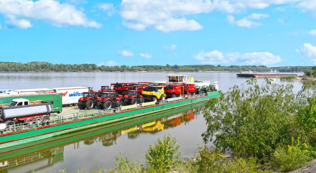 Maszyny New Holland i Case IH popłynęły Dunajem