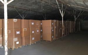 W fabryce oraz w magazynie w powiecie ostródzkim policjanci zabezpieczyli ponad 15 mln papierosów, 88 ton tytoniu i 23 tony suszu tytoniowego, Foto: Policja